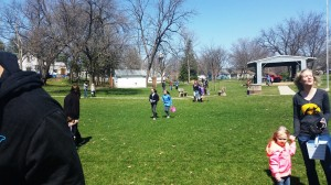 Kids Hunting Eggs!